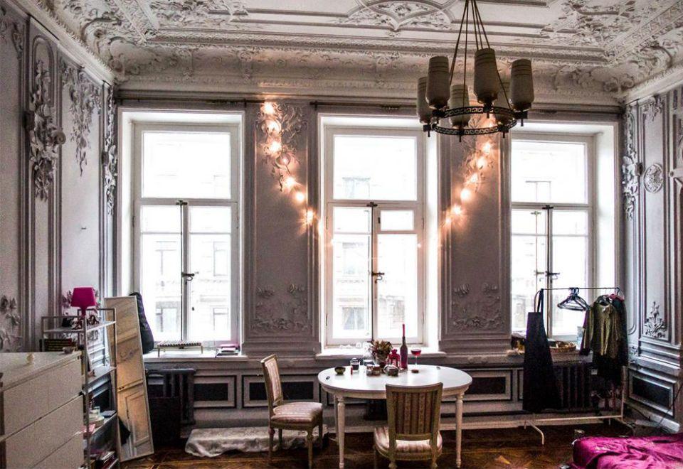Apartamentos comunais misturam luxo e pobreza em São Petersburgo