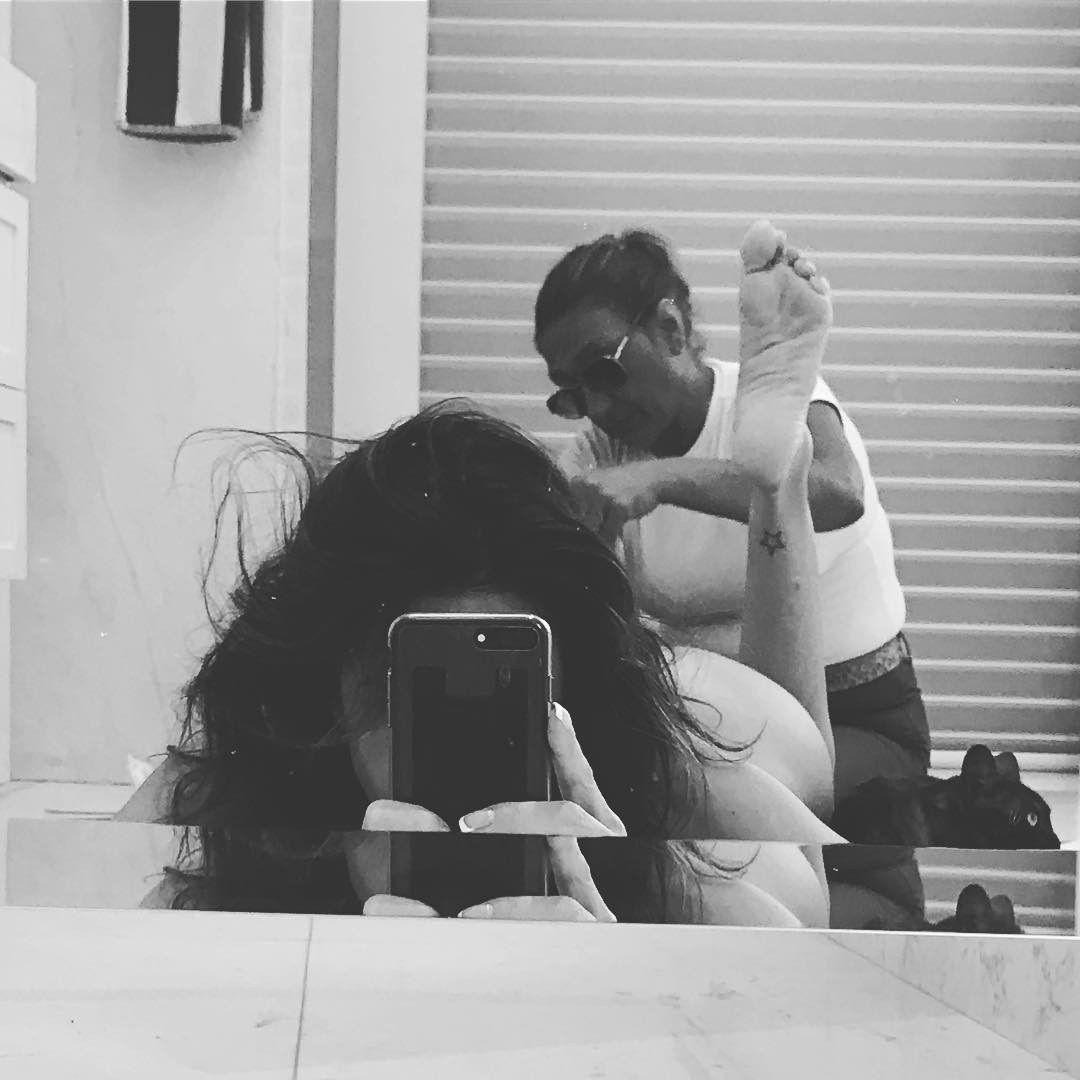 Luciana Gimenez compartilha foto de depilação íntima e divide opiniões