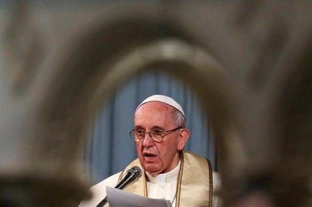 Refugiados estão em 'campos de concentração', acusa papa