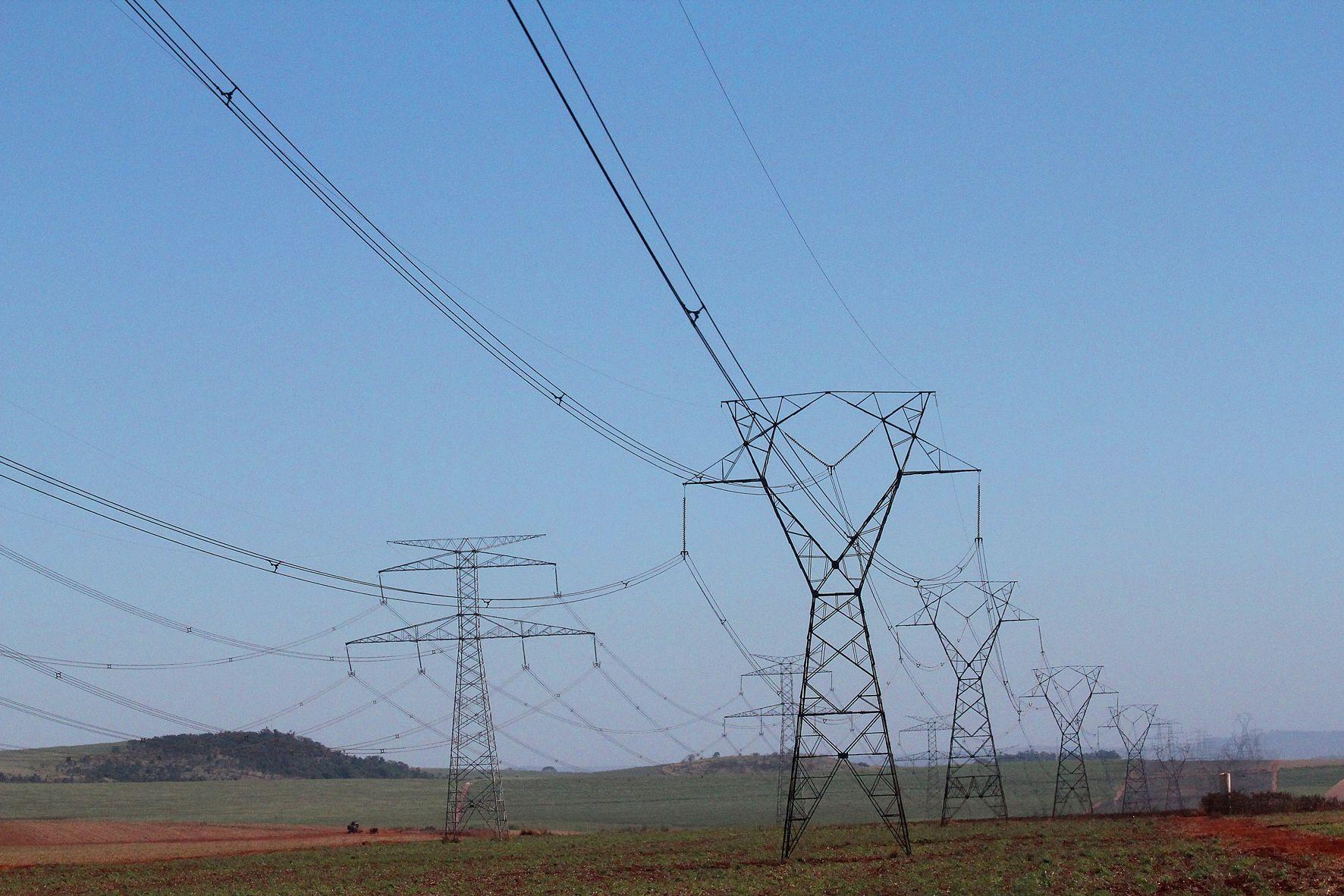 Com reservatórios abaixo do desejado, termelétricas são ligadas, o que deixa a conta mais cara / Marcos Santos/USP Imagens