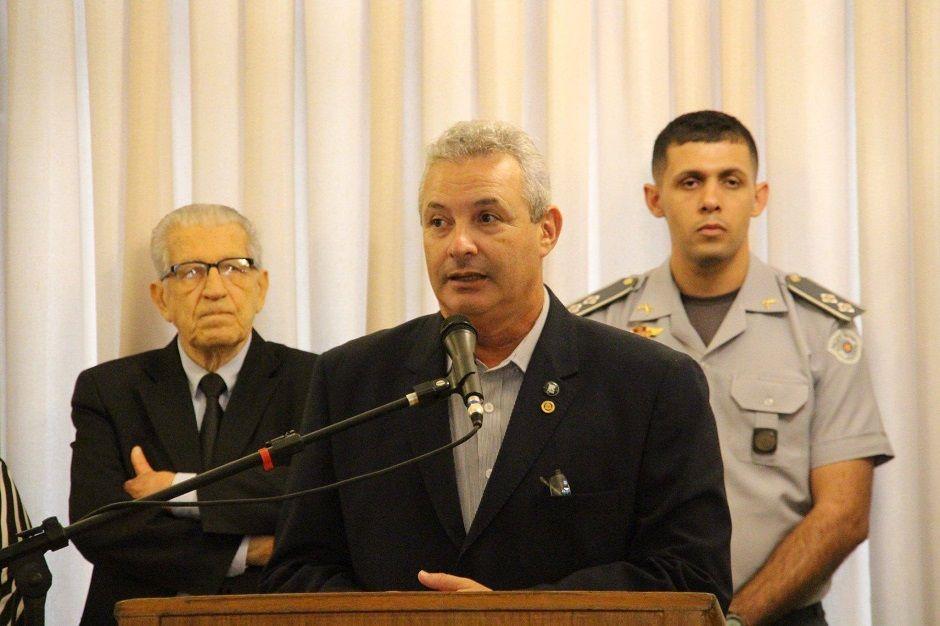 Rádio Bandeirantes denuncia esquema de