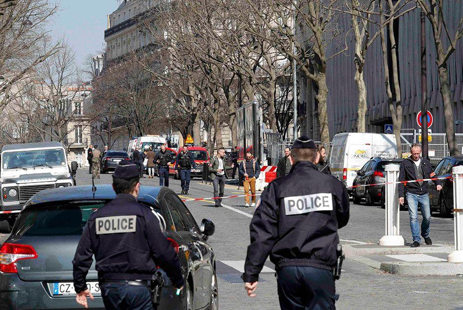 Grupo anarquista seria responsável por carta-bomba em Paris