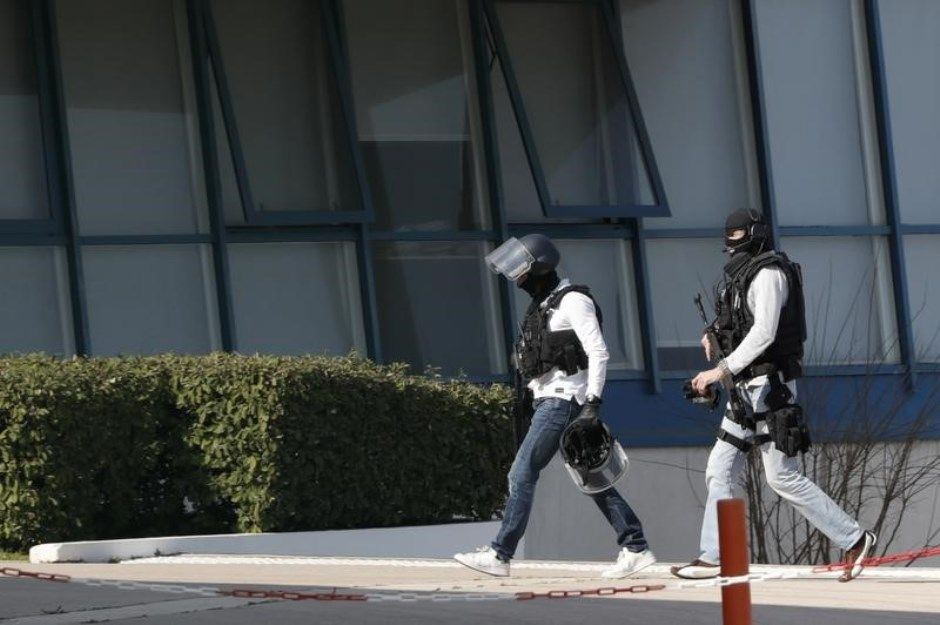 Adolescente de 17 anos foi preso portando um fuzil, pistolas e granadas