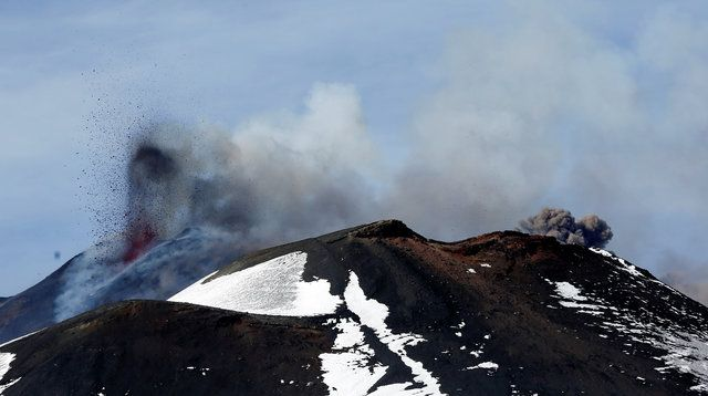 Explosão de cratera no vulcão Etna deixa 10 feridos
