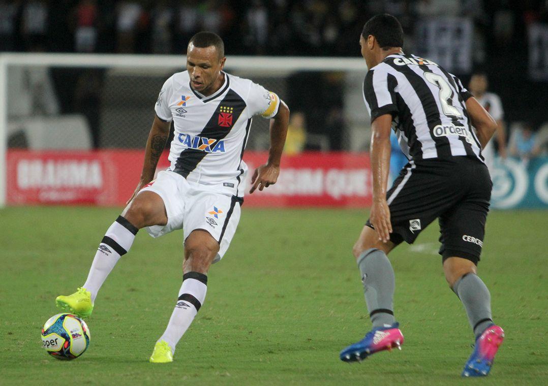 5c73a192df Luis Fabiano em jogo pelo Vasco (Foto  Paulo Fernandes Vasco.com.br)