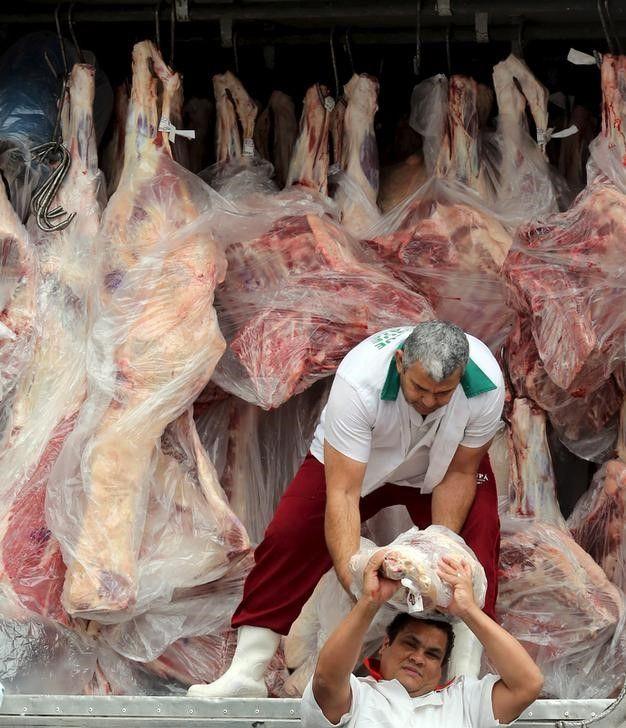 Frigoríficos envolvidos no esquema criminoso colocavam ácido ascórbico em carnes vencidas / Paulo Whitaker/Reuters