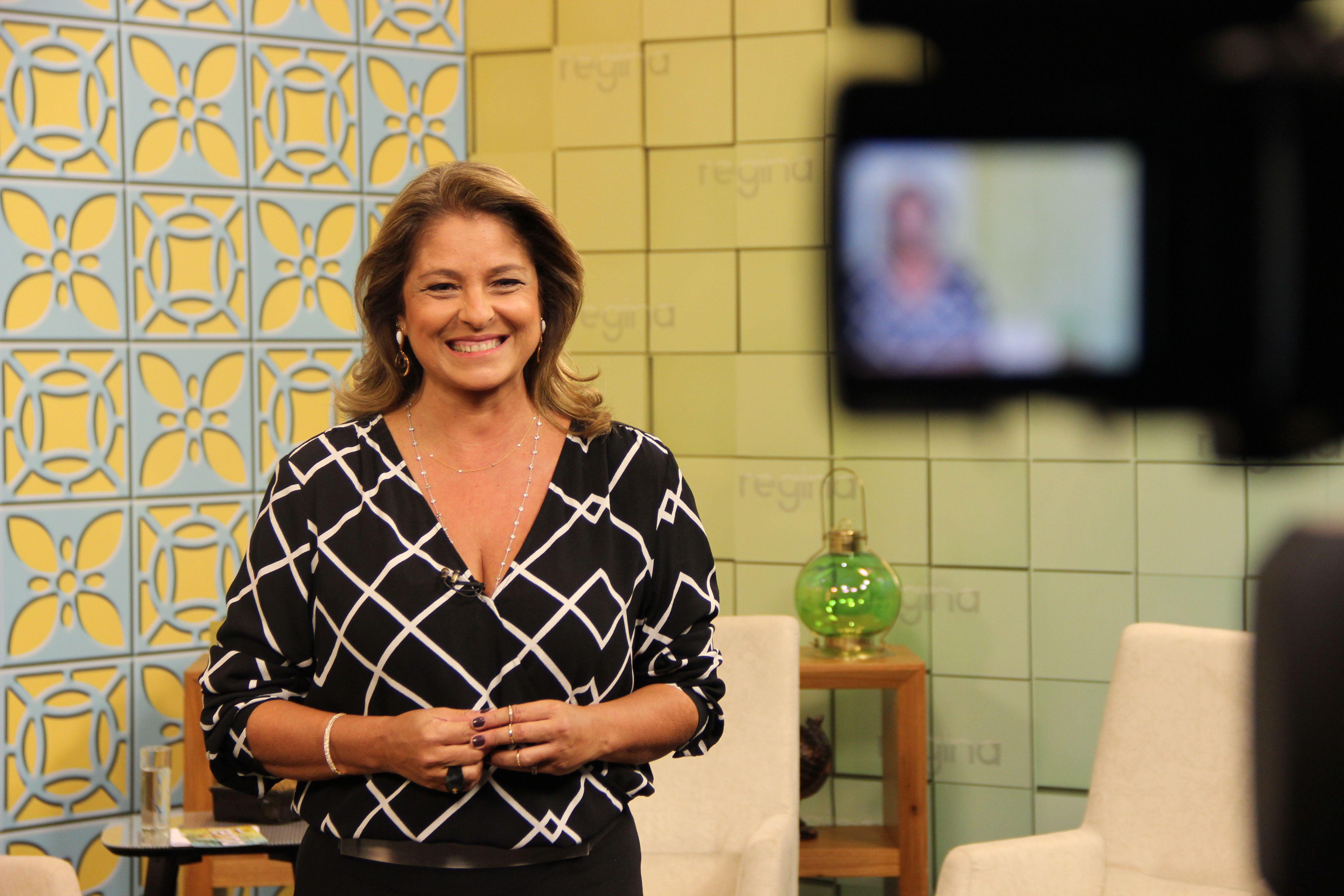 Alto astral marca estreia do programa diário de Regina Lima