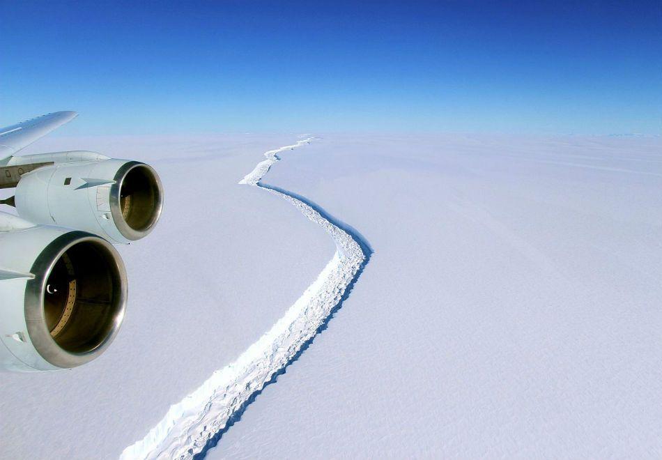 Iceberg gigante pode se soltar na Antártida