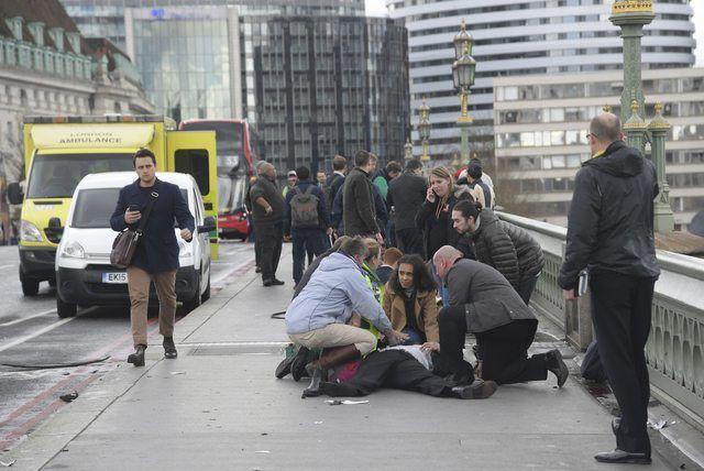 Londres: Mulher é retirada do rio Tâmisa após ataque