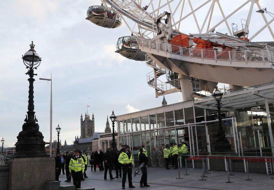 London Eye é fechada com turistas a bordo após atentado