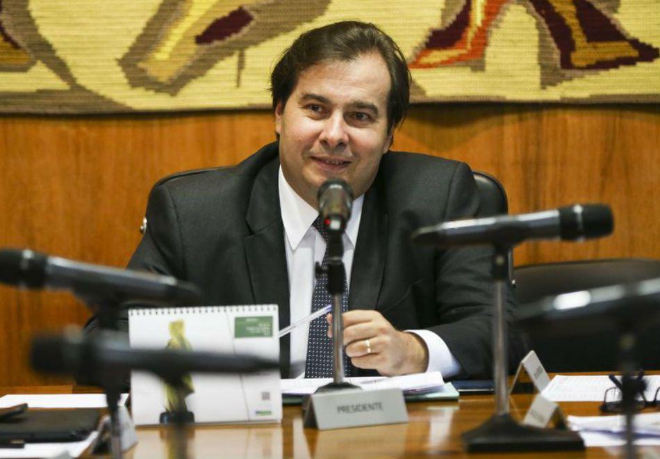 Maia: saída de servidores estaduais fortalece Reforma da Previdência