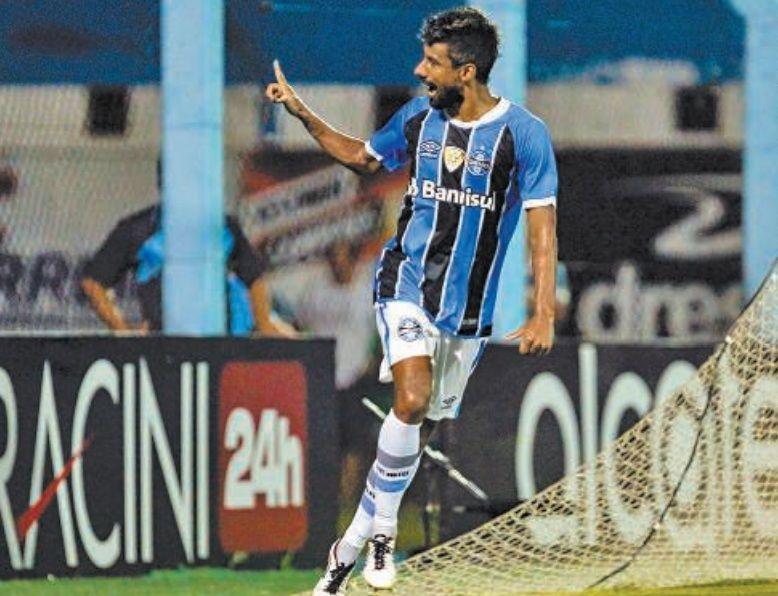 Grêmio empata com gol de Léo Moura