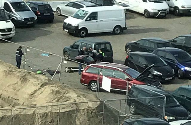 Homem tenta atropelar multidão na Bélgica e é preso