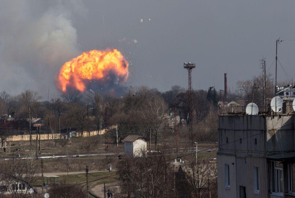 Base militar explode e Ucrânia evacua 20 mil pessoas