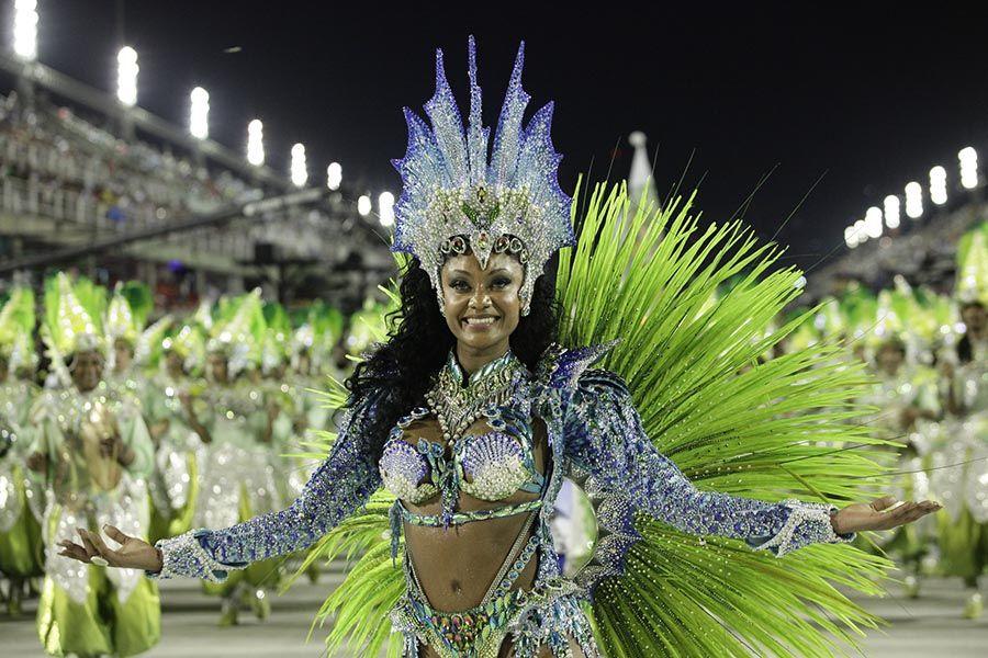 Camila Silva, rainha de bateria da Mocidade