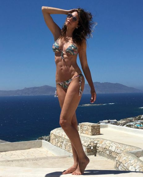 Luciana Gimenez exibe barriga trincada em foto