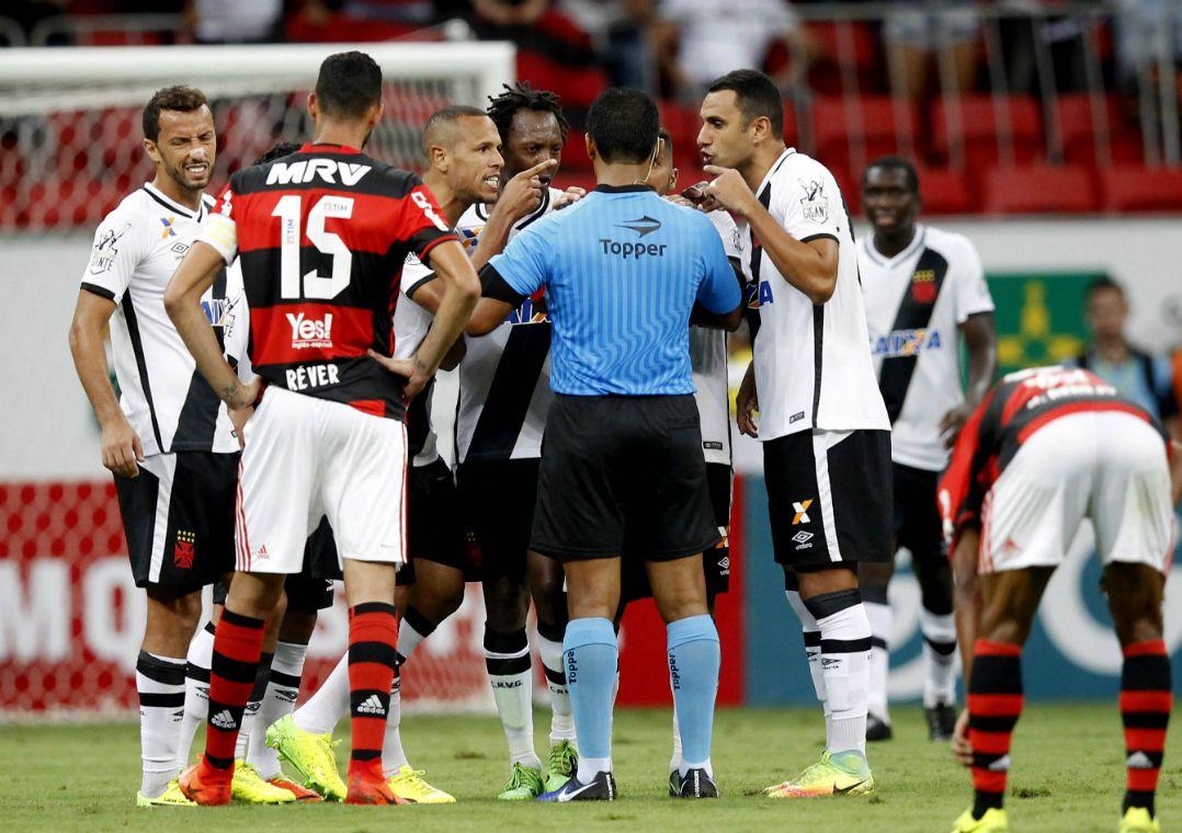 771fe0f3bab3e Árbitro relata na súmula que Luis Fabiano o chamou de  safado ...