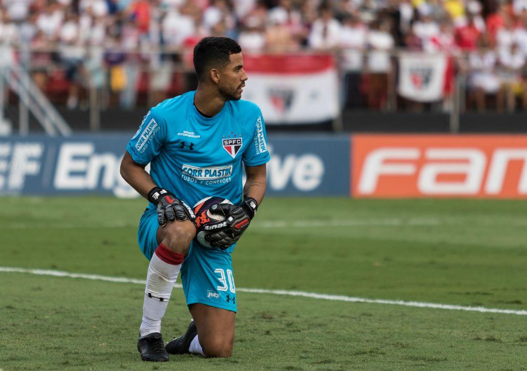 c208b95672eca Renan Ribeiro sofreu três gols em três jogos (Foto  Marcello Fim Estadão  Conteúdo)