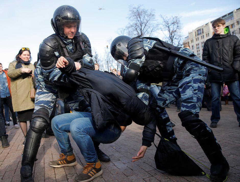 Kremlin rejeita pedidos de EUA e UE para libertar manifestantes