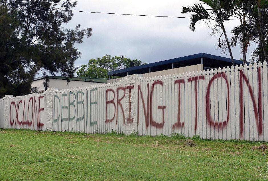 Ciclone força milhares de pessoas a sair de casa na Austrália