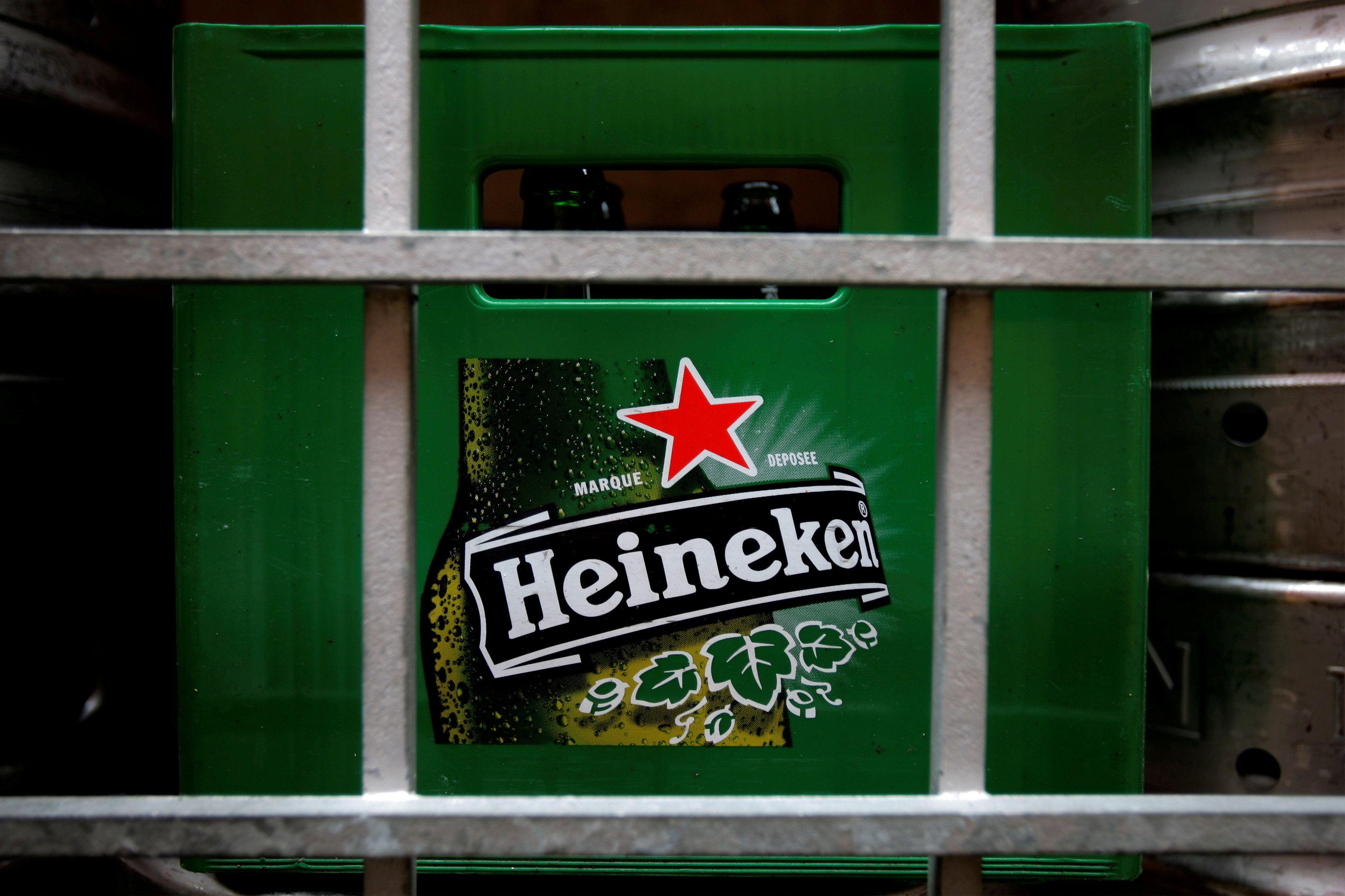 Heineken pode ser banida da Hungria por usar estrela vermelha