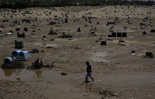 Peru: Deslizamentos destroem cemitério e arrastam 2 mil corpos
