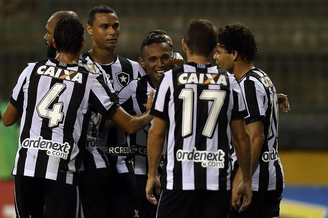 67f624e1e4 Bota goleia Portuguesa e segue vivo na Taça Rio - Band.com.br