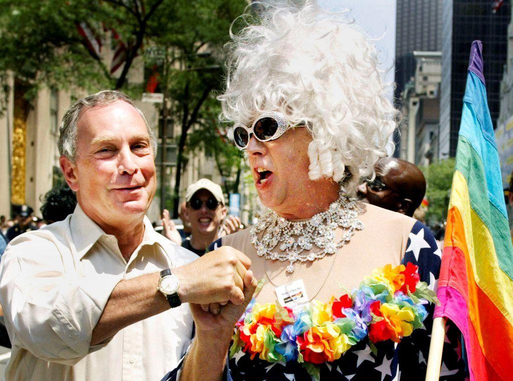 Inventor da bandeira LGBT morre aos 65 anos