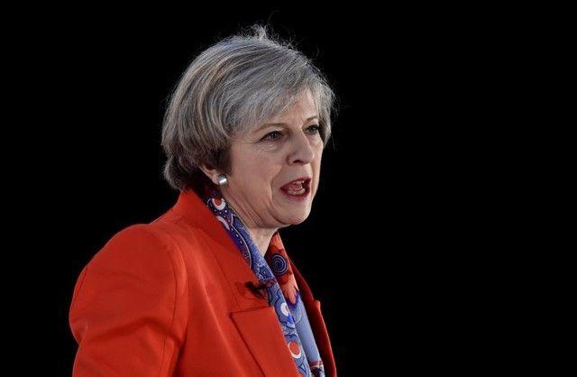 May indica que livre circulação de pessoas pode seguir durante Brexit