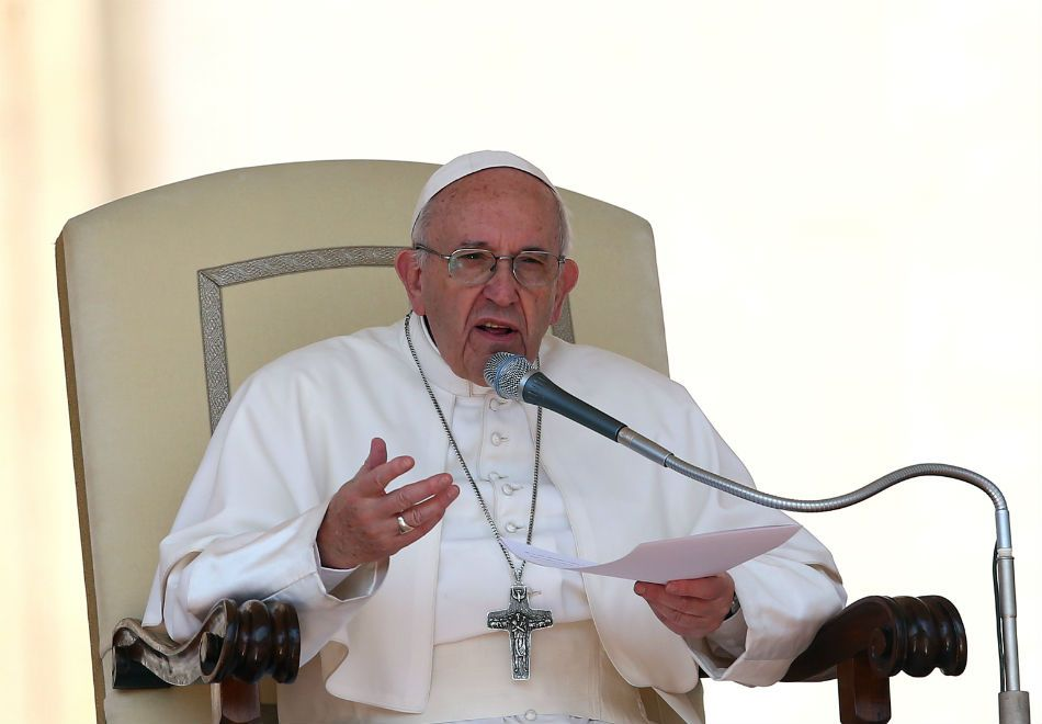 Papa demite funcionário que seria muito autoritário