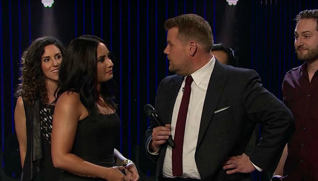 Demi Lovato e James Corden fazem batalha de divas