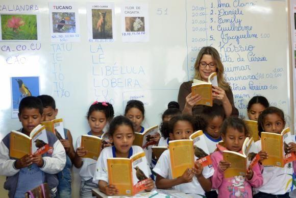 Crianças de 7 anos devem saber ler e escrever