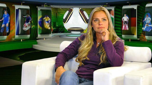 Milene Domingues se emociona durante coletiva de despedida de Ronaldo  / Divulgação/RedeTV!