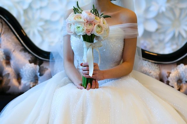 Mãe perde guarda de filha adolescente por arranjar casamento