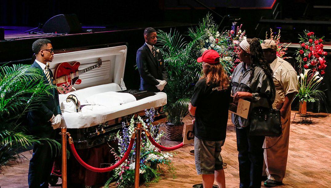 Fãs prestam última homenagem em velório de Chuck Berry