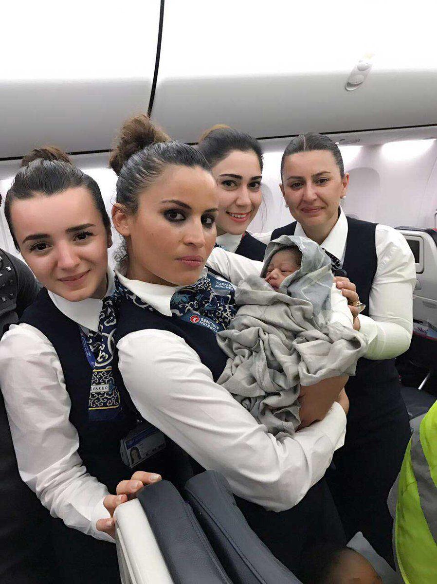 Mulher dá à luz em pleno voo entre Guiné e Turquia