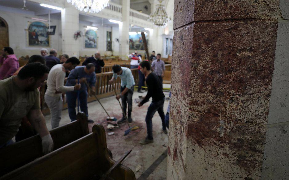 Egito aprova estado de emergência de três meses após ataques