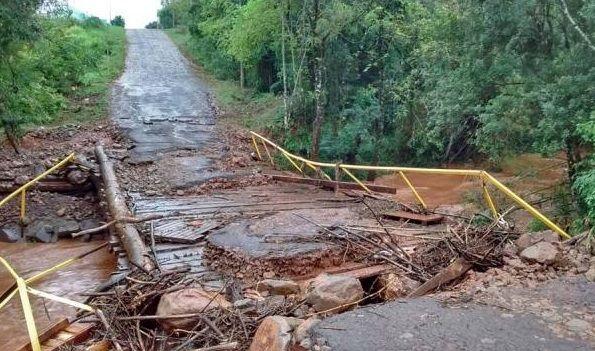 Chuva desabriga mais de 100 famílias no interior do Rio Grande do Sul