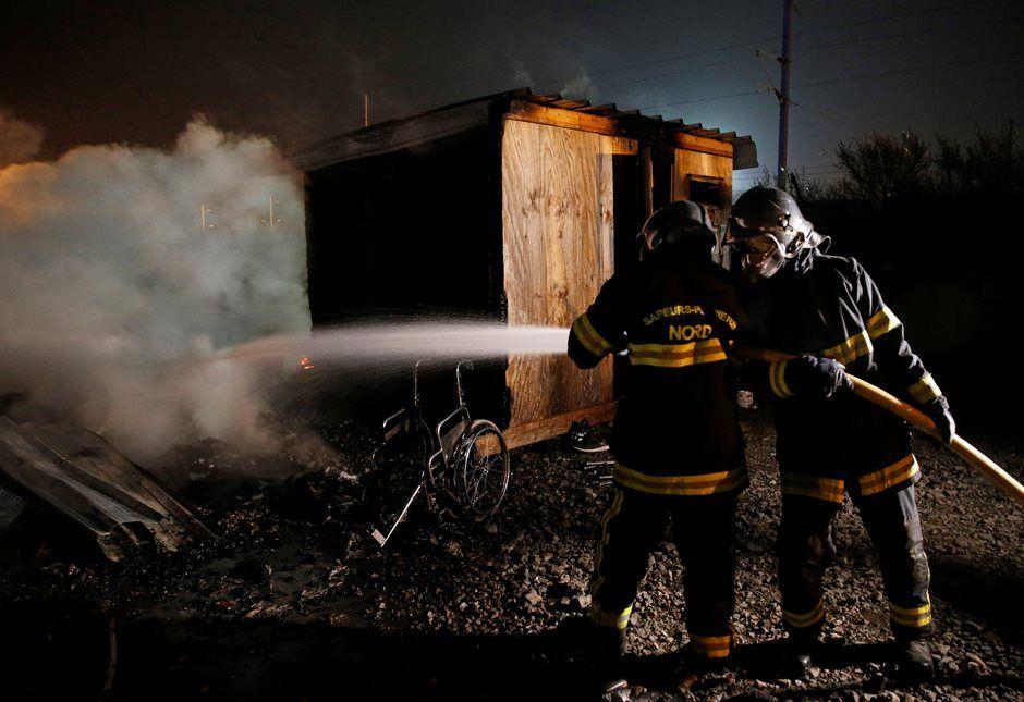 Incêndio destrói campo de imigrantes no norte da França