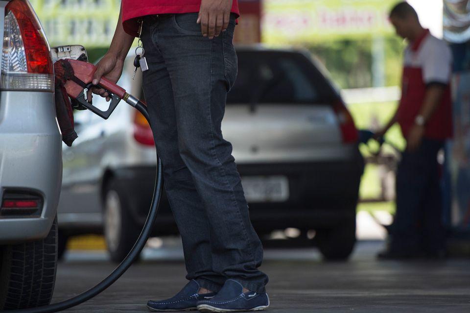Empresas suspeitas de fraudar bombas de combustível seguem funcionando