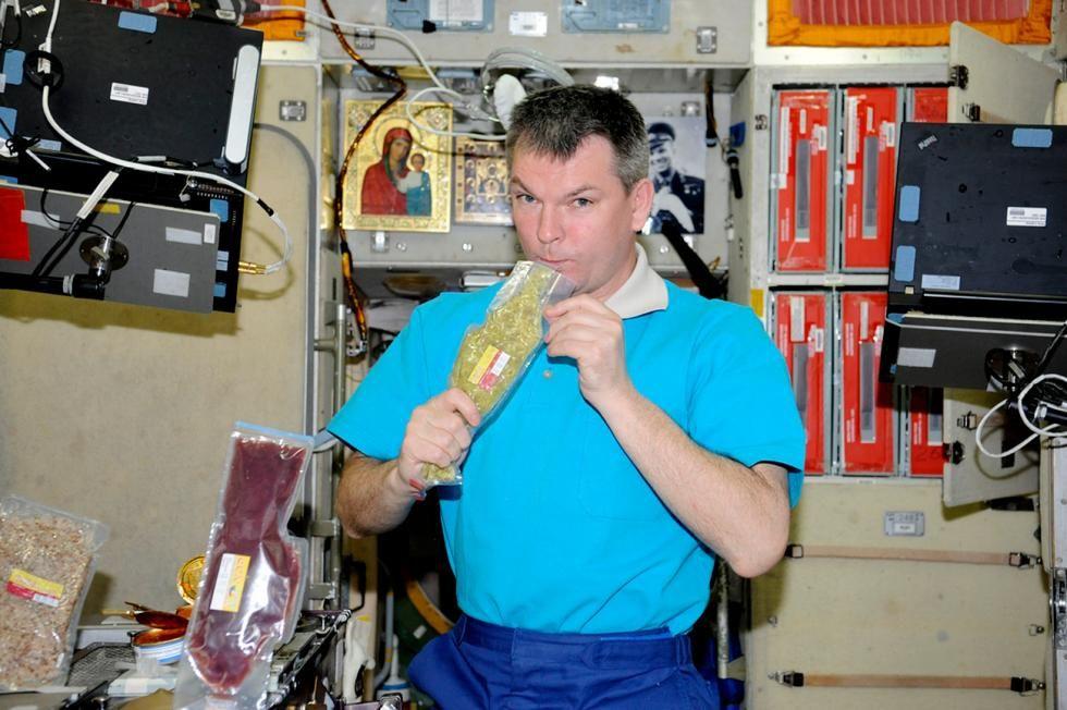 Russos infiltram bebidas alcoólicas até no espaço; veja