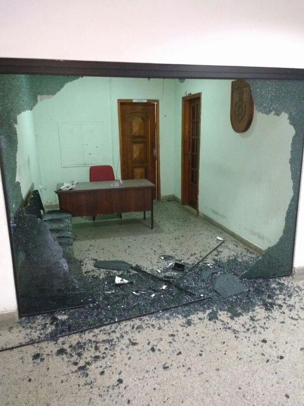 RJ: PM surta e atira contra sala de comandante