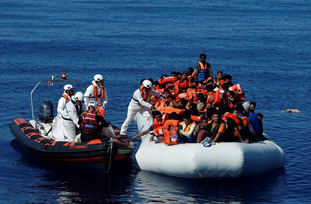 Cerca de 2 mil refugiados são resgatados no Mediterrâneo