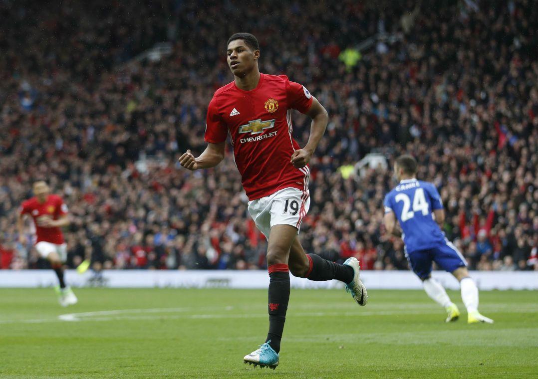 United está longe do título Inglês / Carl Recine/Reuters