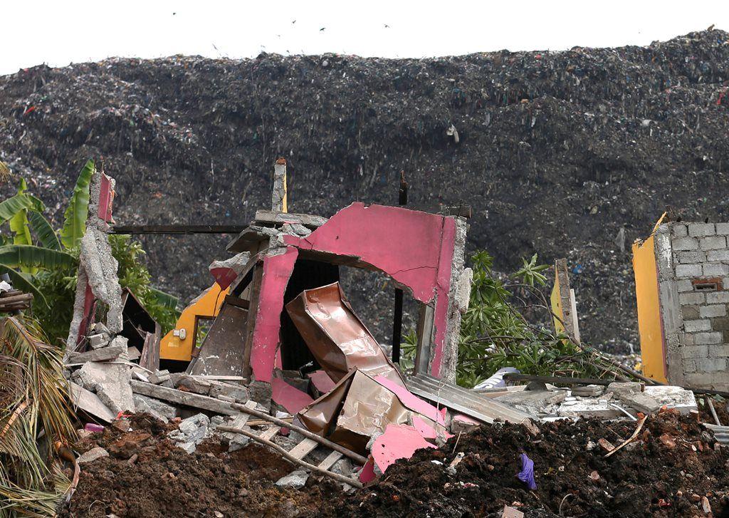 Lixão soterra mais de cem pessoas no Sri Lanka