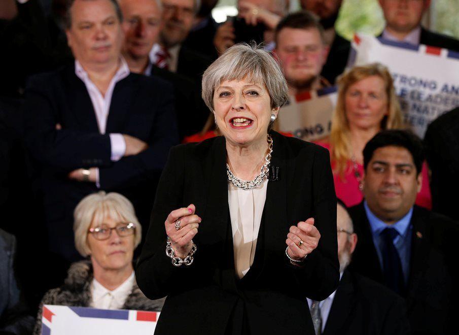 Com a medida, May espera obter uma maioria mais robusta no Parlamento para seu Partido Conservador / Andrew Yates/Reuters