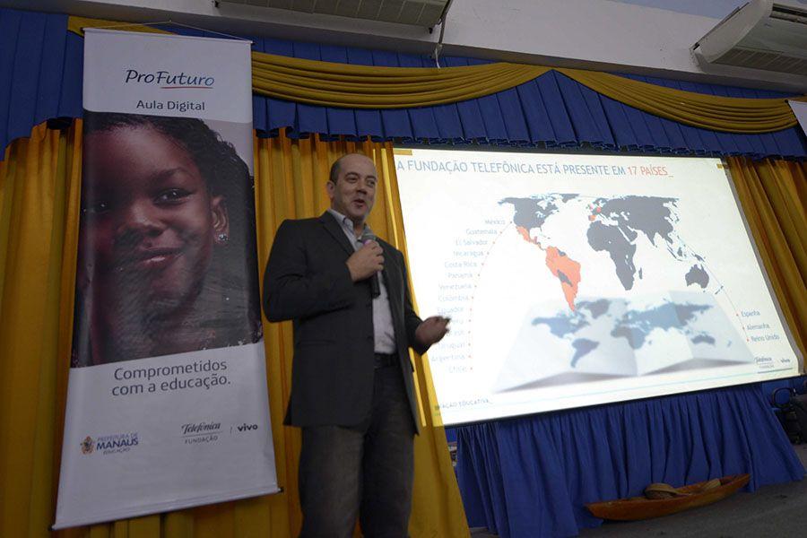 Projeto deve formar 700 educadores de Manaus / Alex Pazuello/Semcom