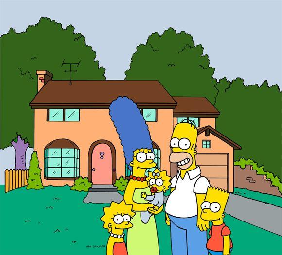 Família inteira em frente à casa / Divulgação