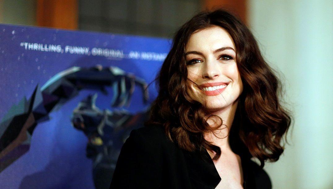 Anne Hathaway assume preconceito contra cineastas mulheres