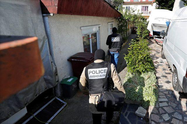 Policiais franceses deixam casa de atirador / Charles Platiau/Reuters